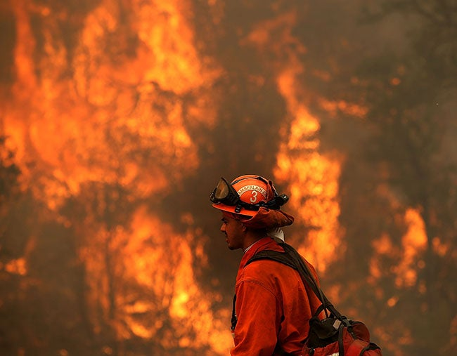 Más de 20 incendios incineran California