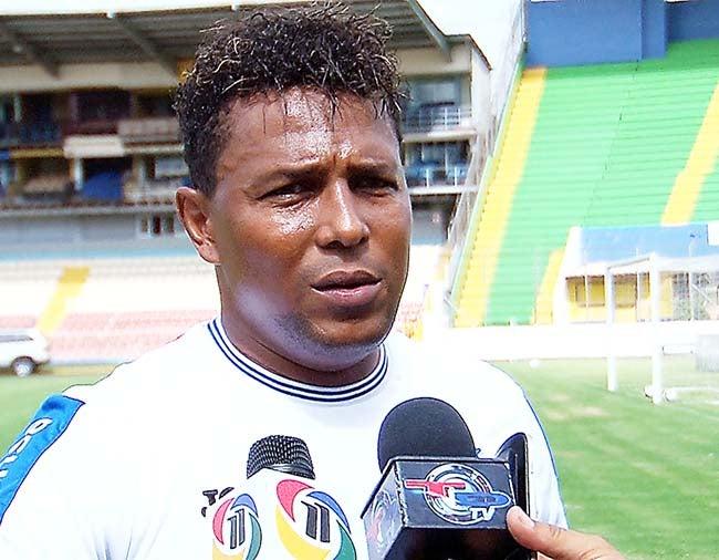 Carlos Pavón: «Tantas cosas que quisiera decir, pero mejor me quedo callado»