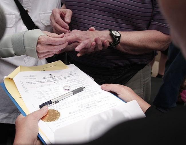Fecundacion in vitro: Iglesia tica dice no a bodas gay