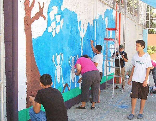 Pintan murales para despertar la creatividad en Chamelecón