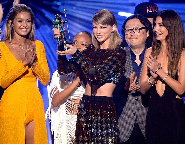 VMAs: Taylor Swift reina en los MTV, y Miley Cyrus se pelea con Nicki Minaj en directo