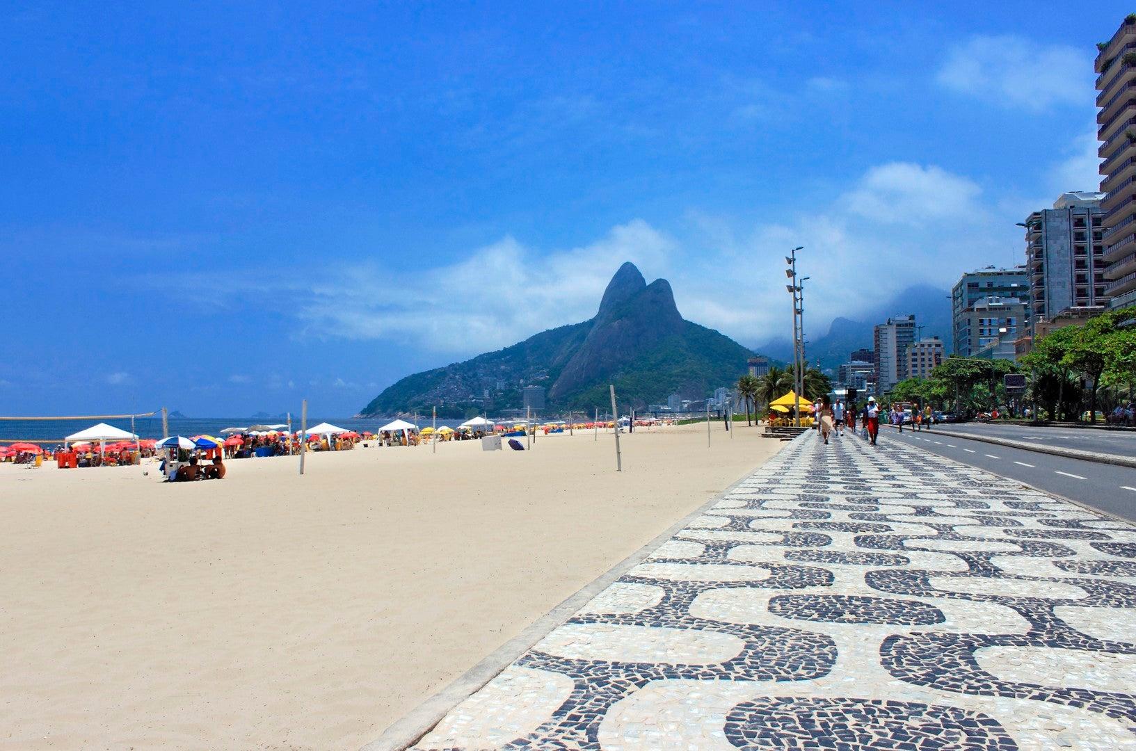 Polémica medida: Prohíben ingreso de niños pobres a playas de Río de Janeiro