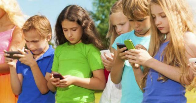 ¿A qué edad deben tener un celular los niños?