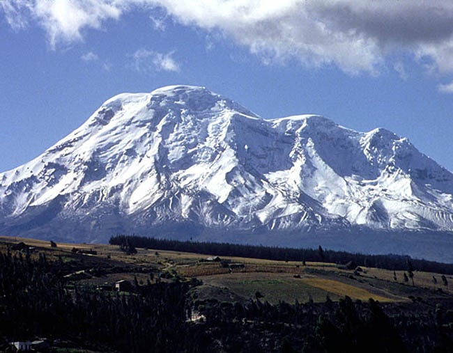 Hallan restos de andinistas desaparecidos hace 20 años en volcán Chimborazo
