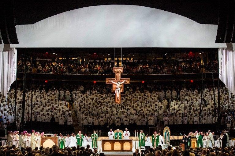 El papa llama a la esperanza en misa en el Madison Square Garden