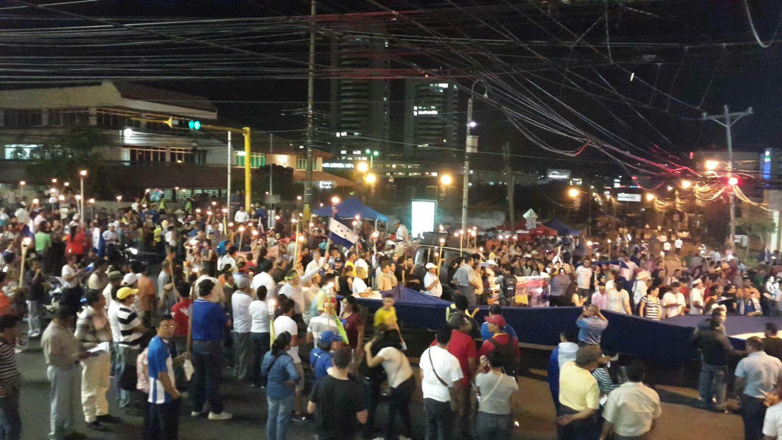 "Décimo sexta marcha: ""Indignados"" advierten paro nacional (VIDEO)"