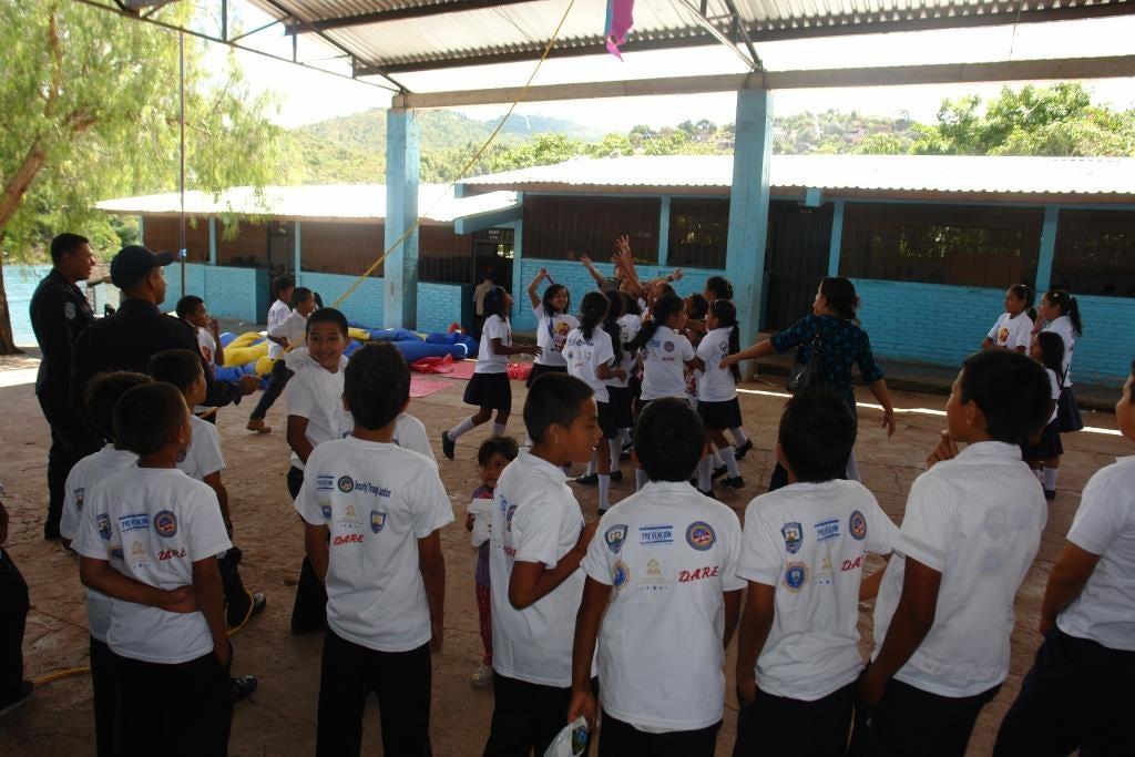 Policía Comunitaria brinda charla en temas de prevención y festeja el Día del Niño