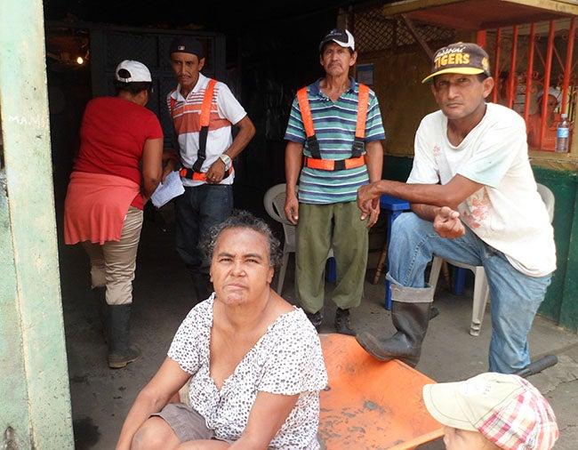 Hondureña que deambula por calles de Nicaragua clama por ayuda