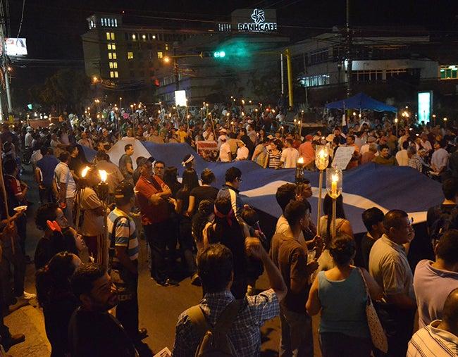 Honduras: Indignados rechazan en la marcha propuesta de Biehl