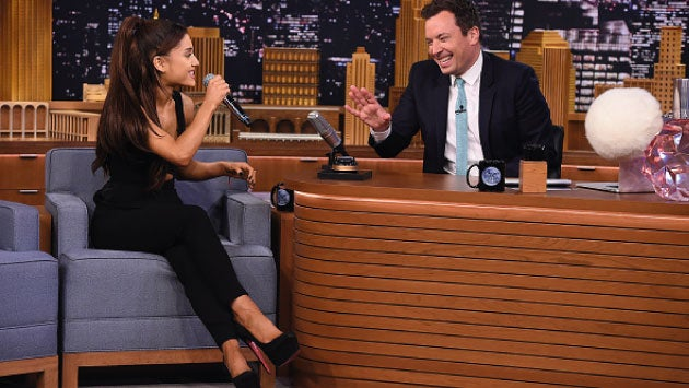Ariana Grande deja a todos con la boca abierta al imitar a Christina Aguilera
