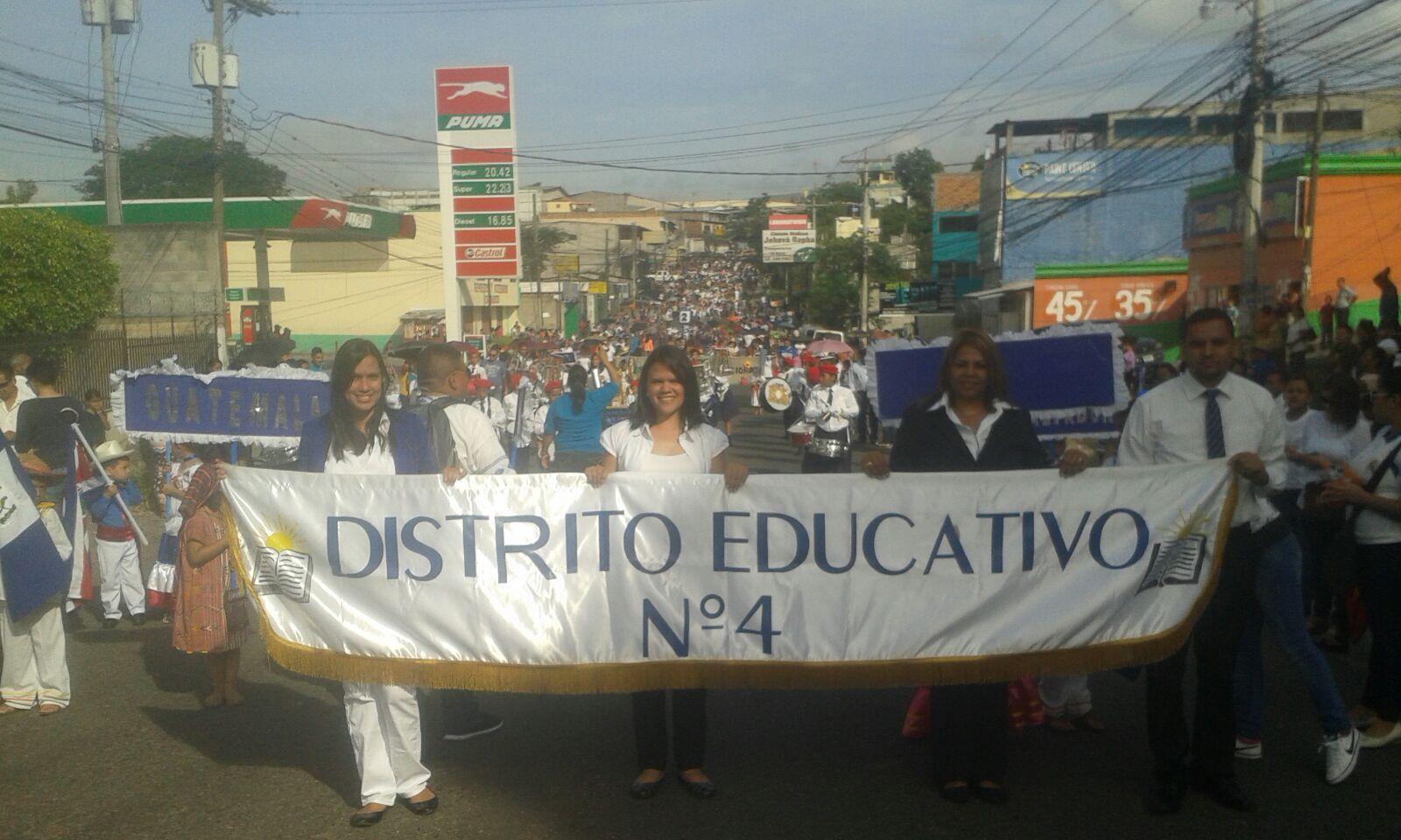 Preescolares desfilan en 194 aniversario de independencia patria