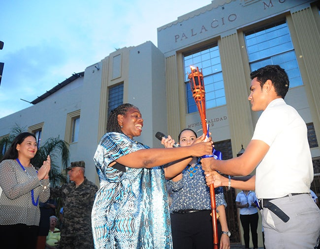 Antorcha de la independencia iluminó a San Pedro Sula
