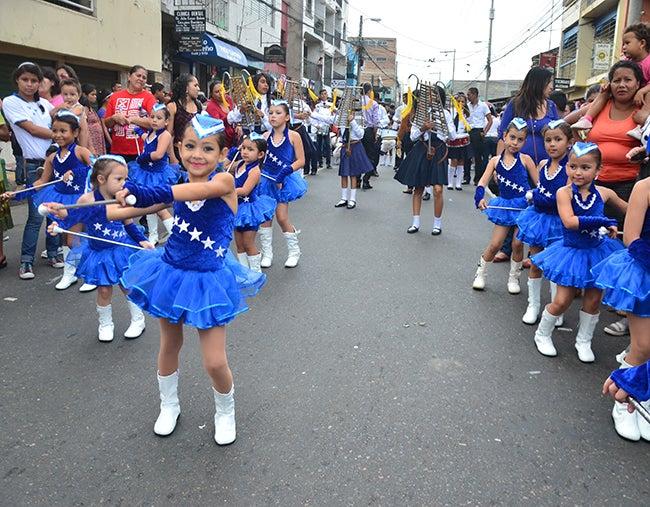 Honduras: Gracia, inocencia y civismo marchan con los niños
