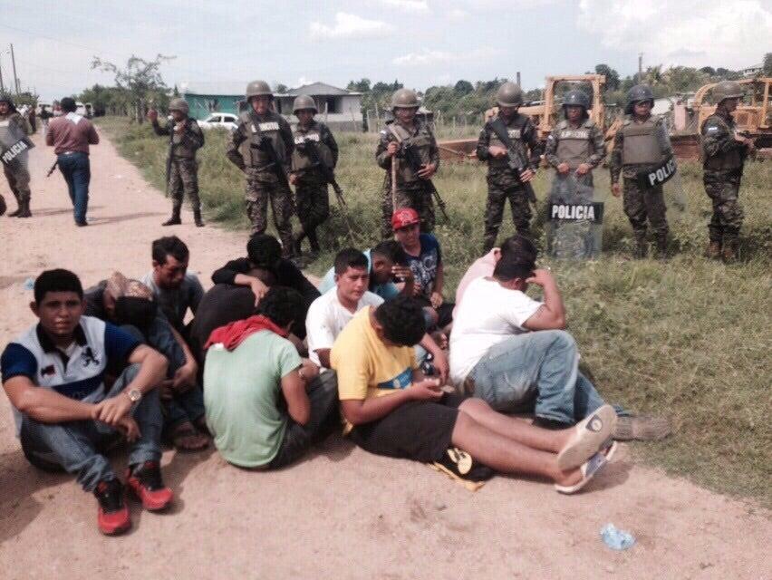 Desalojo en Villanueva: Adolescente muere y varias personas resultan heridas tras enfrentamiento