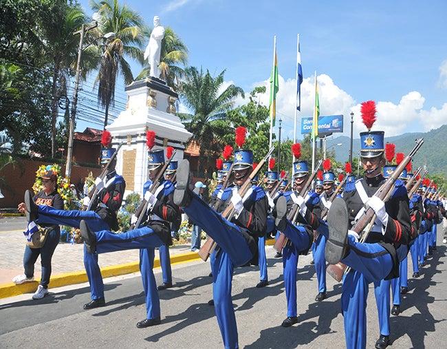 Impresionaron desfiles en San Pedro Sula