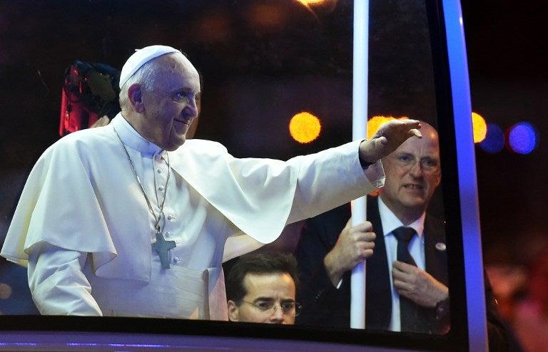 El papa Francisco defiende a la familia como «fábrica de esperanza» en velada en Filadelfia