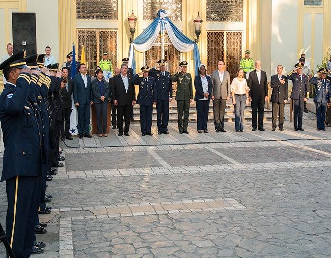 Honduras: Respeto y trabajo fuerte piden en inauguración de fiestas patrias