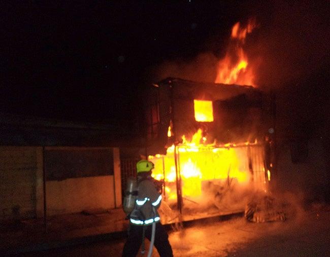 """Incendio en Choluteca: Se quema tienda """"El Bombazo"""""""