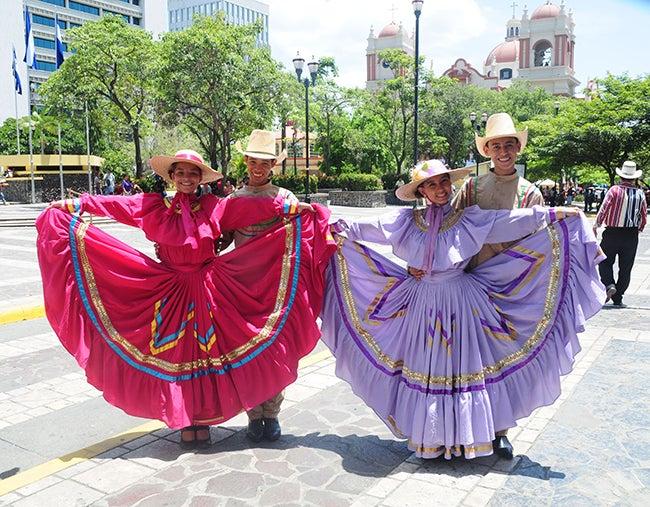 Sangre Catracha promueve las danzas hondureñas