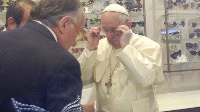 Papa Francisco conmociona Roma con su salida a comprar lentes