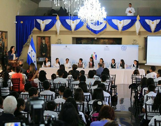 """Niños piden crear """"sueño hondureño"""""""