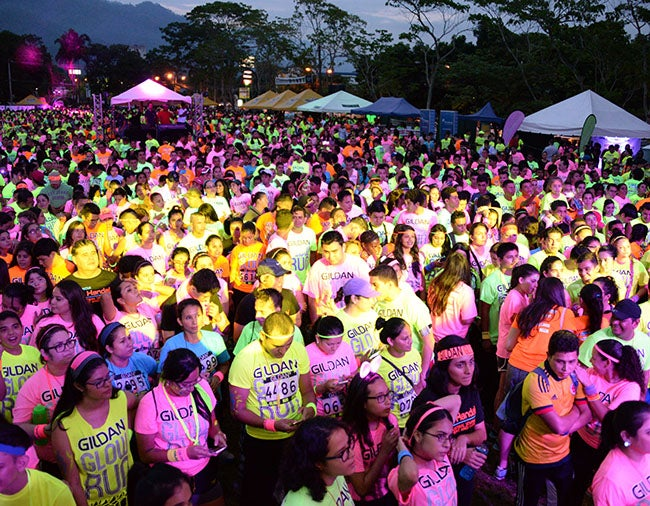 VIDEO: Gildan Glow Run 2015 recauda L.900 mil para el Hospital Mario Rivas