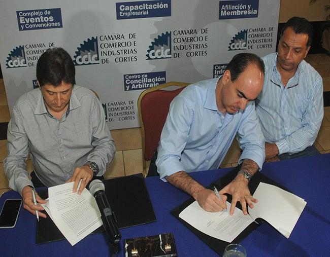 Empresarios de Honduras tienden una mano a escuela de música