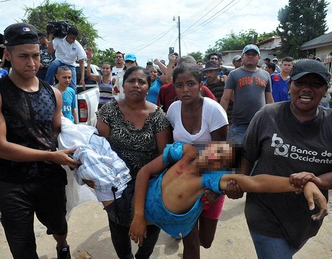 Honduras: Desalojo comenzó pacífico y terminó violento: Un muerto