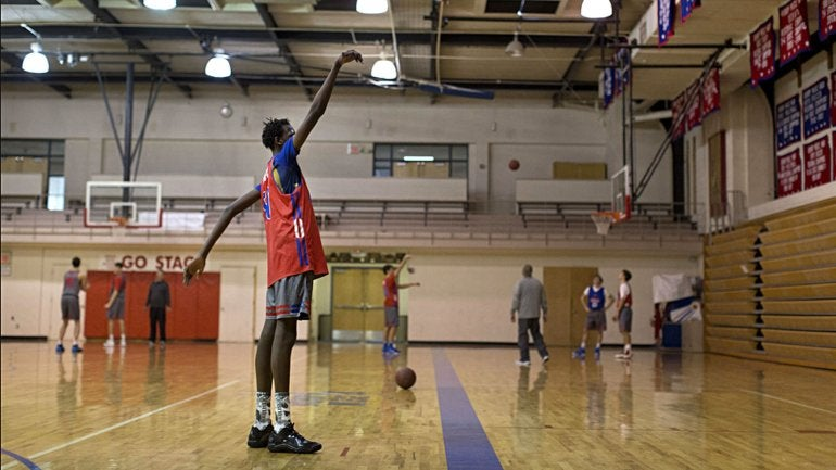 Hijo de una leyenda del baloncesto tiene 15 años, mide 2,10 metros y lo sigue la NBA