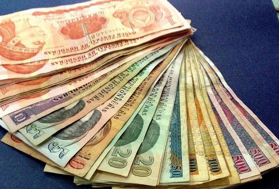 El lempira se recupera ante el dólar estadounidense