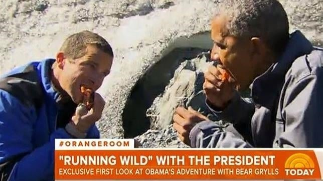 """VIDEO: Obama come restos de la comida de un oso para """"sobrevivir"""""""
