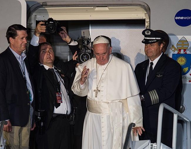 Y se despide con éxito de EEUU: El papa llama a la unión a toda la familia humana