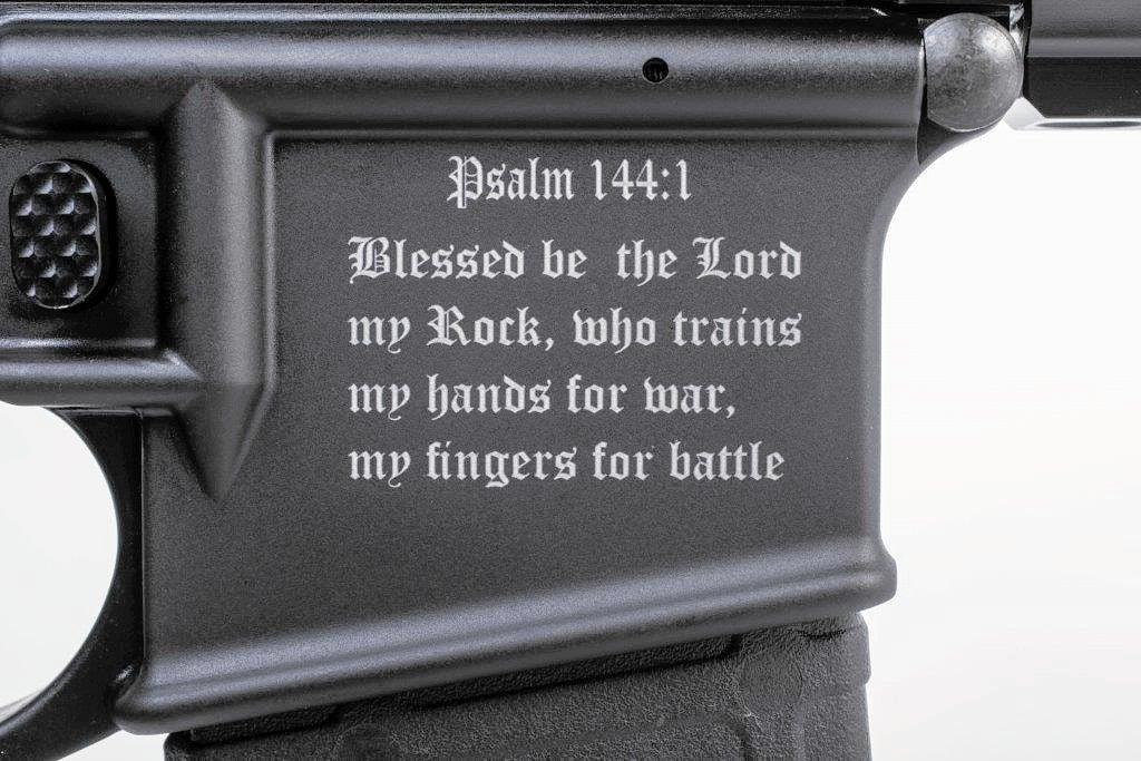 VIDEO: El rifle 'bíblico' que se vende como pan caliente en EEUU