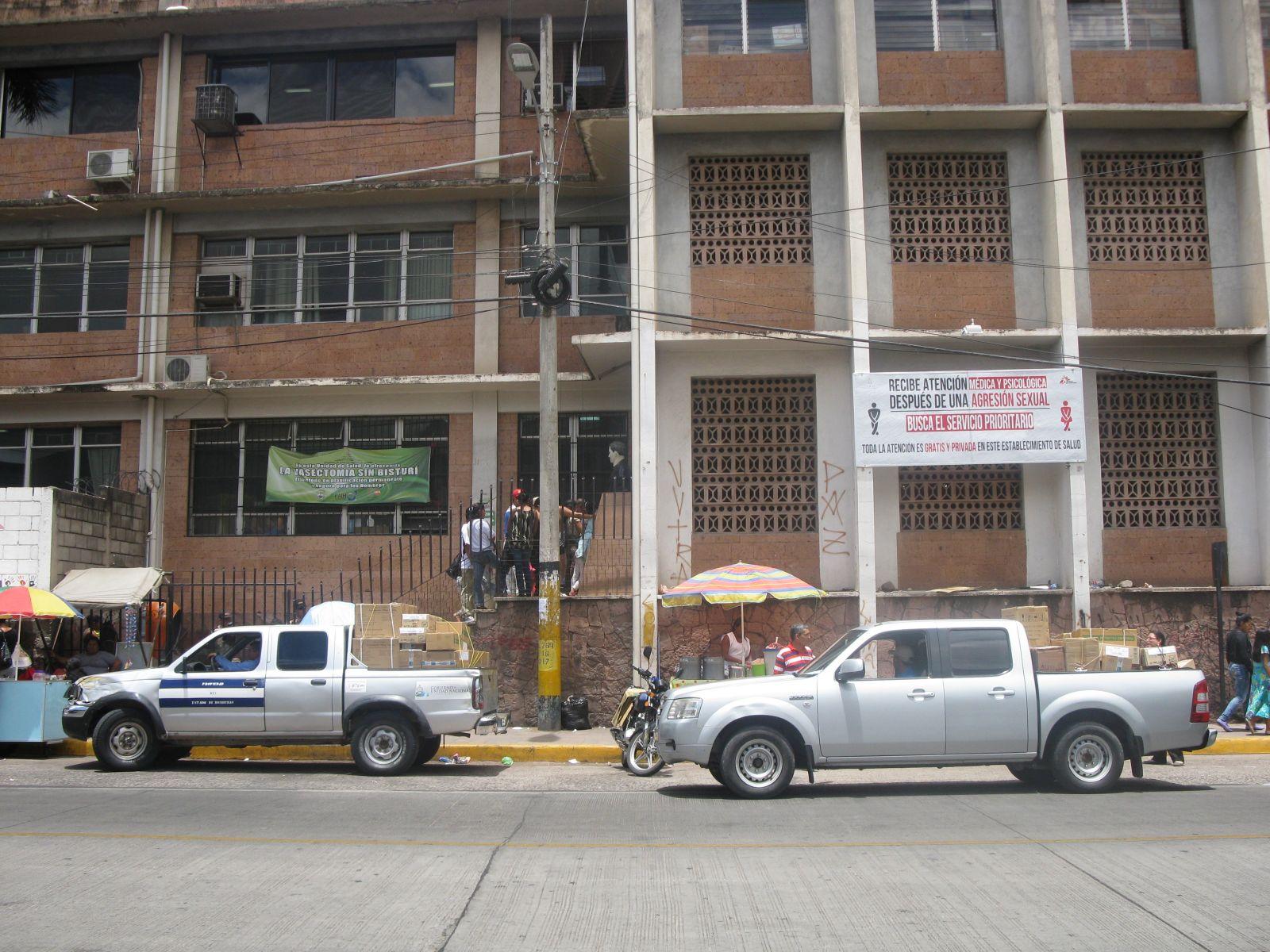 Salud, Bomberos y UNAH analizan situación sobre derrame de fenol en región metro