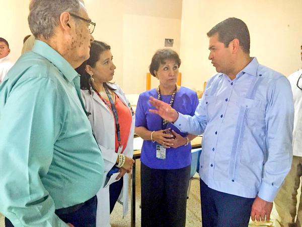 Presidente Hernández visita sorpresivamente el Mario Rivas, y constata carencias