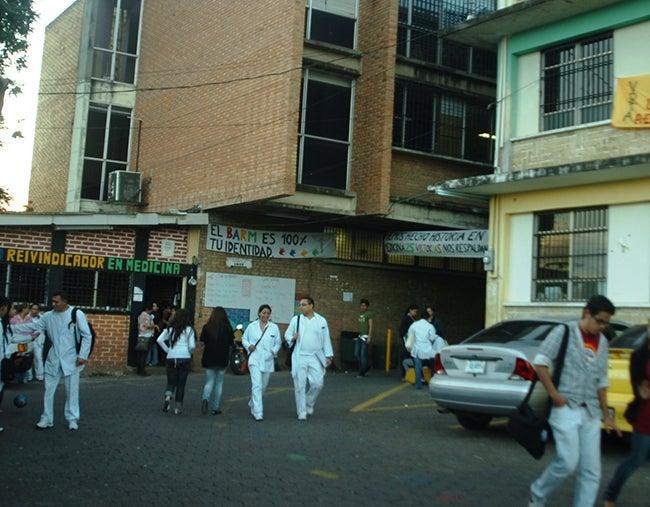 A estudiantes de Medicina: 100 millones ocupan para pagar becas