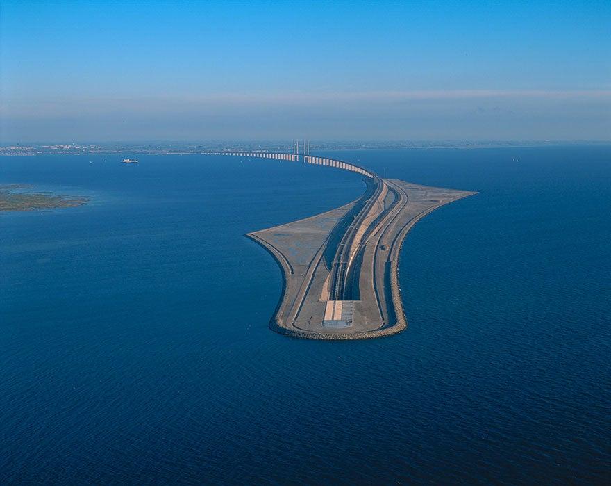 El asombroso puente que se adentra bajo el mar: une Dinamarca y Suecia