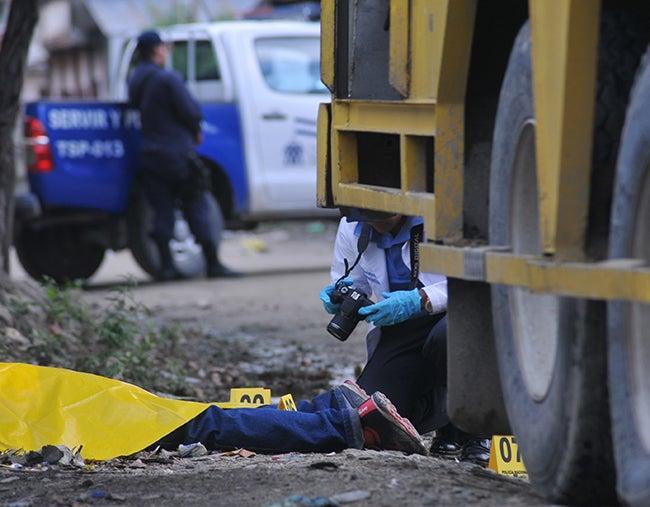 Suben a tres los muertos tras ataque a camión repartidor