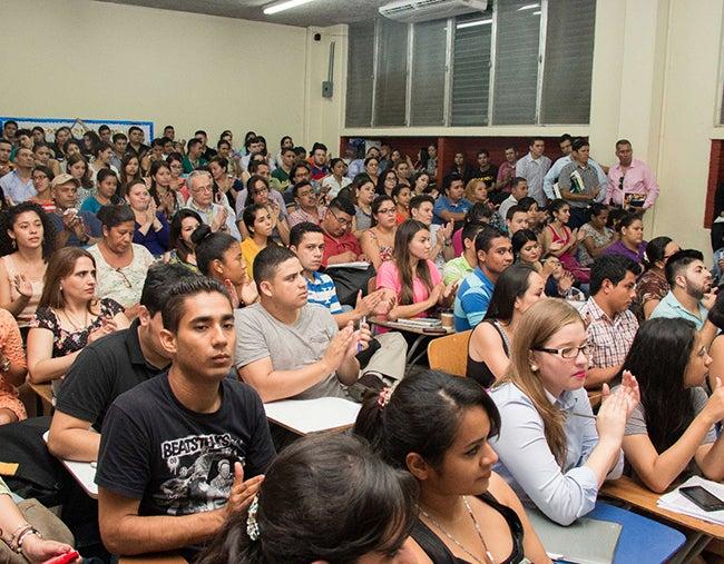 Presentan estudios científicos en congreso de la UNAH-VS