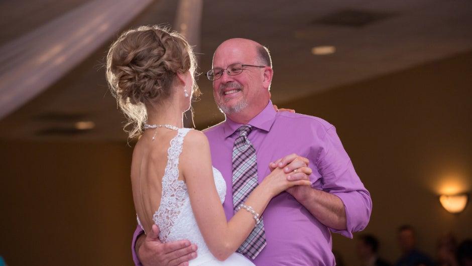 Sobreviviente de cáncer baila en su boda con el donante que le salvó la vida