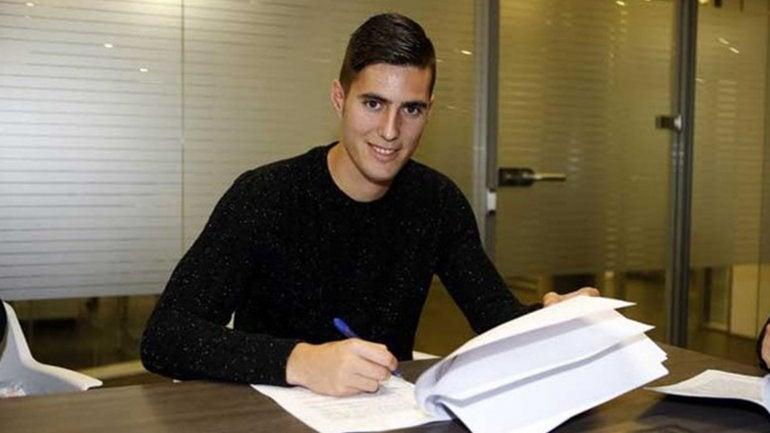 Barcelona contrata a joven jugador y tres horas después lo despide