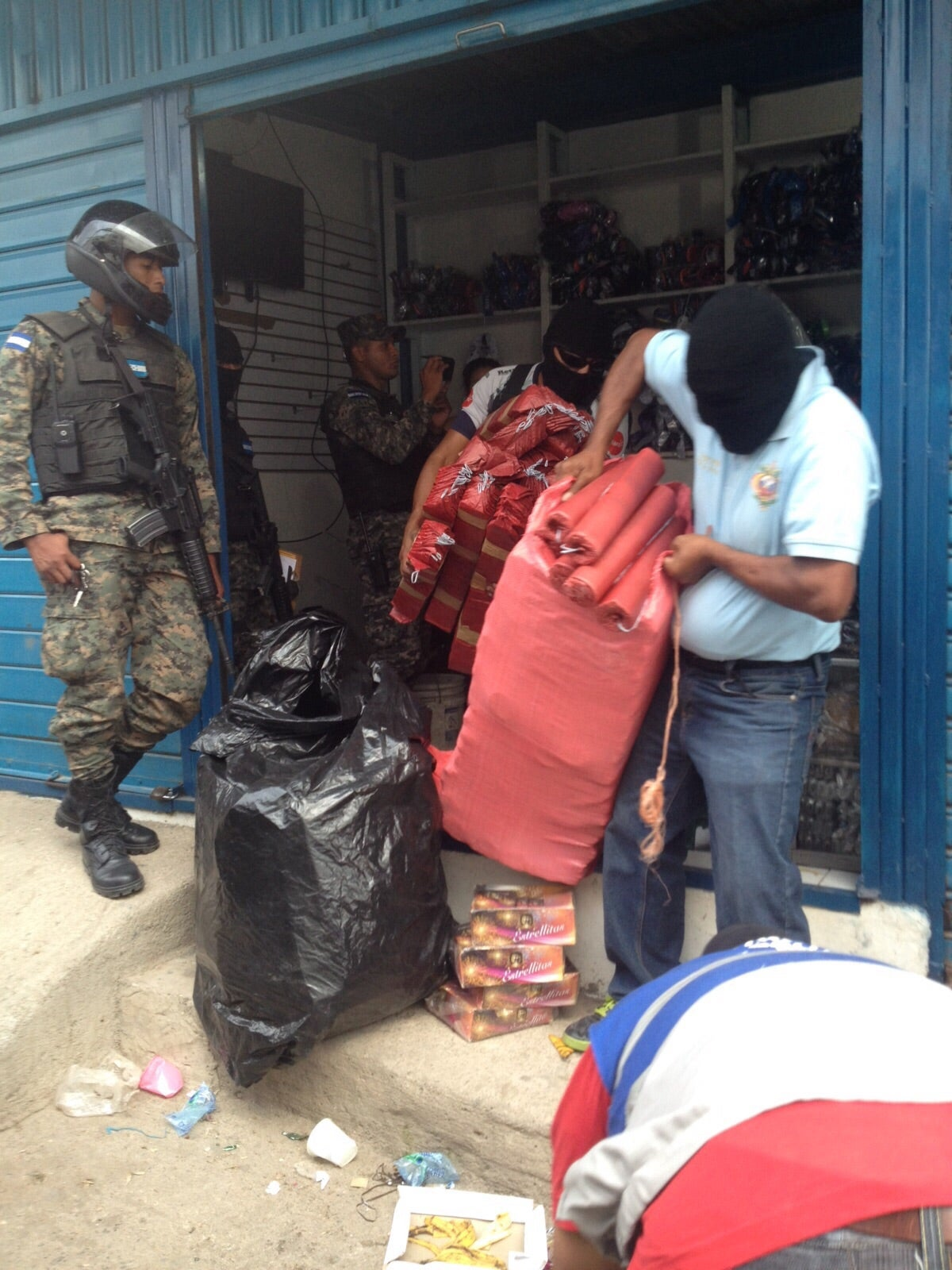 Fusina realiza varios decomiso de pólvora en la capital