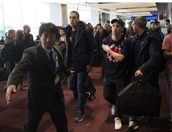 VÍDEO: Aficionado del River Plate escupió a Messi en el aeropuerto