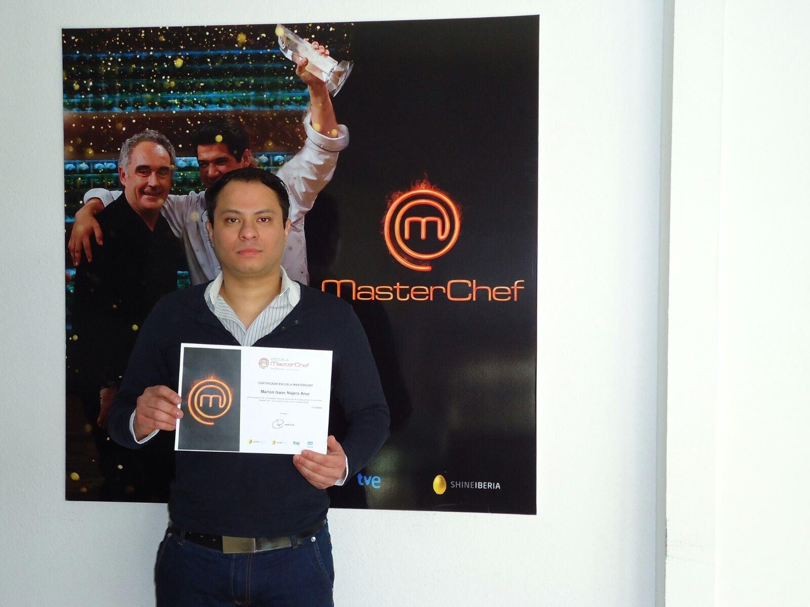 Primer hondureño en graduarse de la Escuela MasterChef de España
