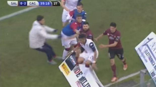 VÍDEO: André Tello realizó atrevida celebración y se salva de una golpiza
