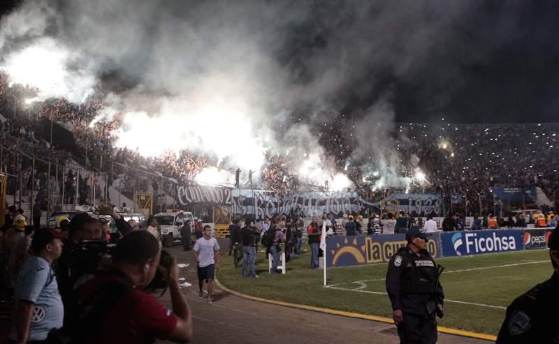 Dura multa para el Motagua por esconder balones ante Olimpia