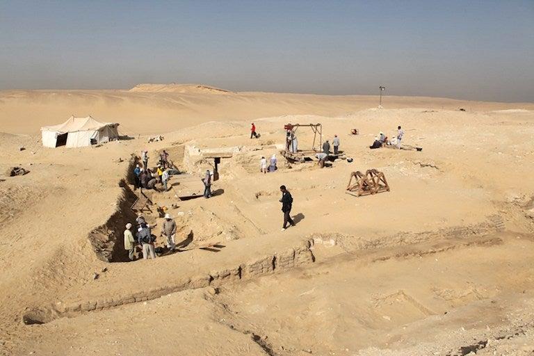 Descubren en Egipto los restos de un barco de 4.500 años de antigüedad