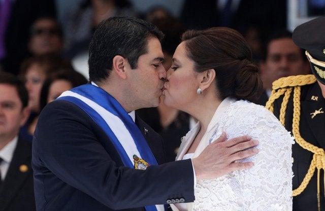Primera dama dedica mensaje de amor a Juan Orlando Hernández