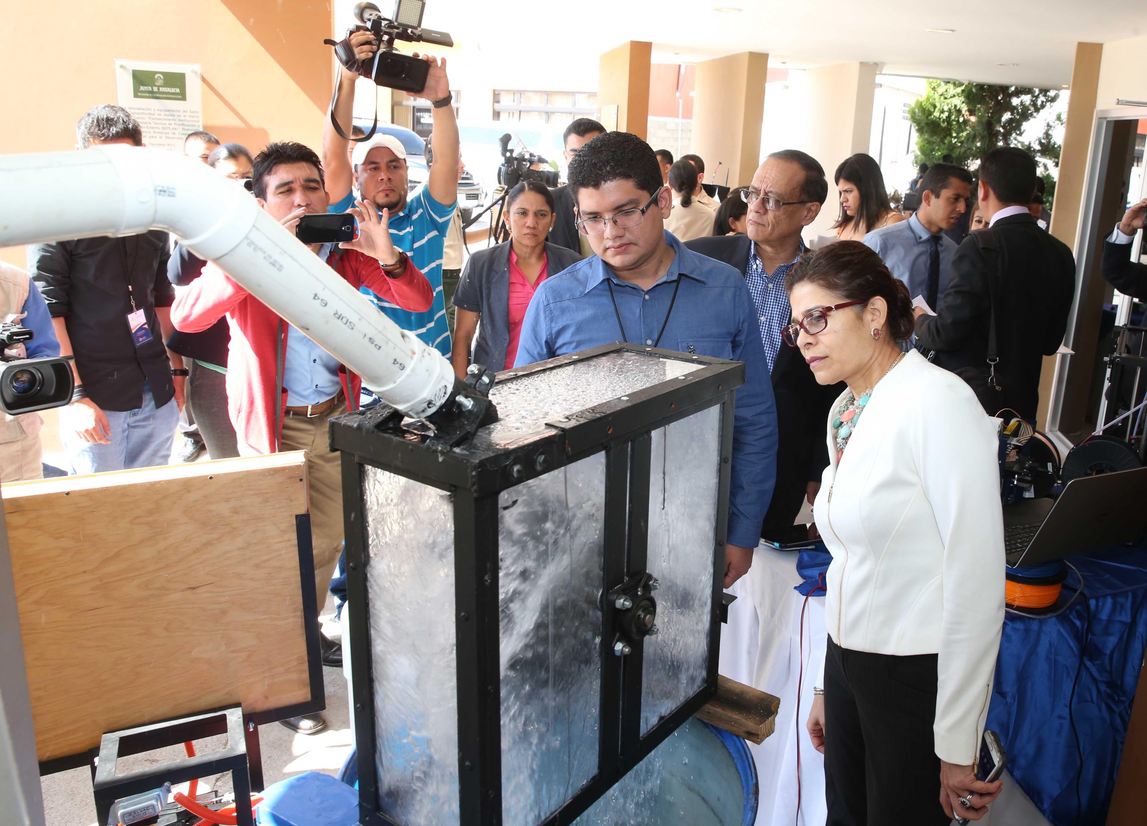 Aniquilador de larvas de zancudo y purificador de sangre, premios nacionales  de Ciencia y Tecnología