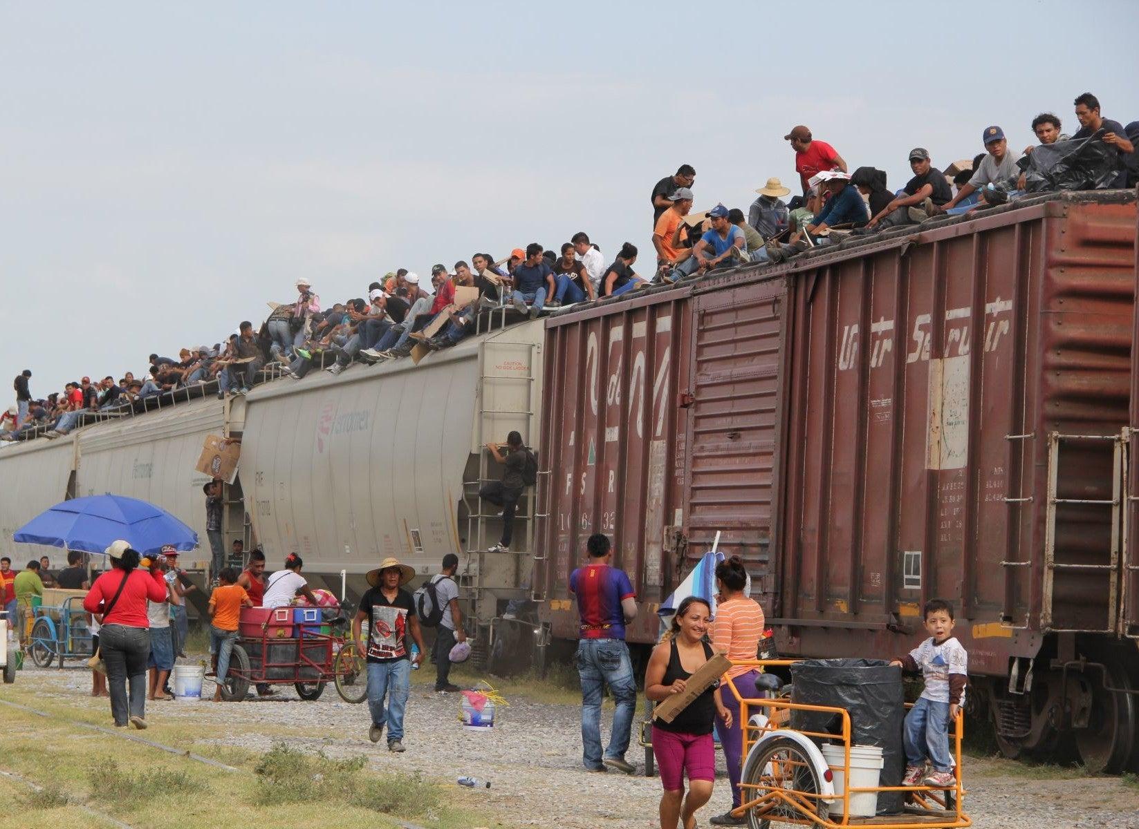 EE UU tiene 10 mil órdenes de deportación de jóvenes y niños